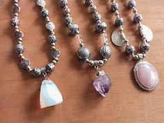 Collares con piedras semi preciosas. Piedra luna, amatista y cuarzo Rosa.