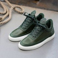 The Best Men's Shoes And Footwear : Fancy – Green Low Top Scotch Grain Sneakers by Filling Pieces -Read More – Stylish Shoes For Men, Best Shoes For Men, Men S Shoes, Casual Shoes, Best Sneakers, Sneakers Fashion, Shoes Sneakers, Look Man, Beautiful Shoes