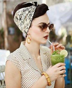 The perfect vintage inspired bandanas by RockRockabilly Bamboo earrings by Glitt. The perfect vintage inspired bandanas by RockRockabilly Bamboo earrings by Glitter Paradise Sunglasses Miu Lee Dress old collection by Pin Ups Vintage, Pin Up Retro, Look Retro, Looks Vintage, Vintage Pins, 50s Look, Looks Rockabilly, Rockabilly Moda, Rockabilly Fashion