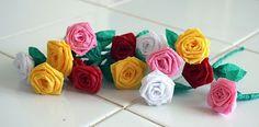 Great tutorial for making crepe paper roses.  EASY  #crepepaperroses #pretty #easy