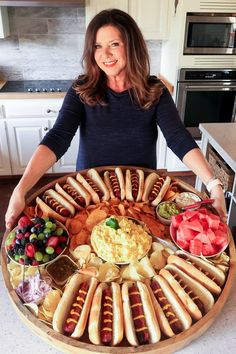 Epic Hot Dog Board for Twelve food Epic Hot Dog Board for Twelve (Reluctant Entertainer) Charcuterie Recipes, Charcuterie And Cheese Board, Party Food Platters, Food Trays, Party Food Buffet, Snacks Für Party, Parties Food, Lunch Party Ideas, Sleepover Snacks