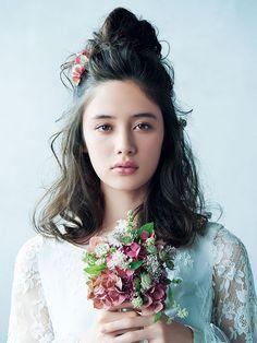 おすすめヘッドドレスで魅せる花嫁のトレンドヘアスタイル集 | ウエディング | 25ans(ヴァンサンカン)オンライン