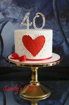 Amazing Wedding Anniversary Cakes Inspirations – Living as a married couple is never easy. It is indeed fun and exciting, but it goes without saying that Pretty Cakes, Beautiful Cakes, Amazing Cakes, Fondant Cakes, Cupcake Cakes, 40th Wedding Anniversary Cake, Anniversary Decorations, Ruby Wedding Cake, Menu Saint Valentin