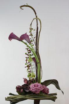 Recent Workshops - Sogetsu School of Ikebana, Victorian Branch Contemporary Flower Arrangements, Creative Flower Arrangements, Tropical Floral Arrangements, White Flower Arrangements, Ikebana Flower Arrangement, Ikebana Arrangements, Flower Centerpieces, Flower Decorations, Deco Floral