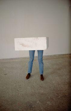 Erwin Wurm - one minute sculptures, 1997.