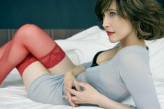 who wouldn& want to lounge around in an oversized cardi and sexy thigh highs instead of flannel pajamas . (also, LOVE Vera Farmiga. Vera Farmiga, 257, Lady, Olivia De Havilland, Actrices Hollywood, Foto Art, Zoe Saldana, Eva Green, Green Fashion