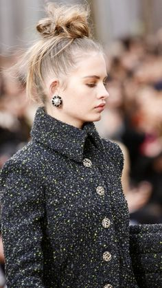 Detail / Chanel / Paris / Herbst 2018 / Kollektionen / Fashion Shows / Vogue Women's Runway Fashion, Fashion Week, Fashion Models, Fashion Beauty, Winter Fashion, Fashion Show, Women's Fashion, Chanel Fashion, Fashion Details