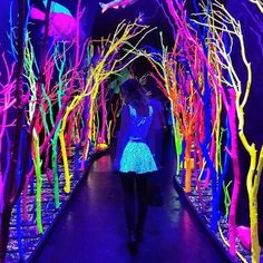 Residents of New Mexico know that Meow Wolf is an eye-popping experience. What's The Most Amazing Place To Take Kids In Your State? Glow In Dark Party, Glow Stick Party, Party Fotos, Neon Birthday, Blacklight Party, Sweet 16 Parties, Teen Parties, Neon Aesthetic, Neon Glow