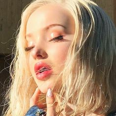 Shared by Ariana. Find images and videos about blonde and dove cameron on We Heart It - the app to get lost in what you love. Liv Rooney, Dove Cameron Style, Hairspray Live, Chloe, Olivia Holt, Elizabeth Olsen, Celebrity Crush, Celebrity Guys, Celebrity Photos