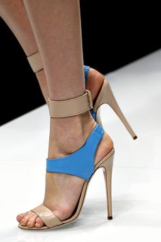 Versace Spring 2011 Ready-to-Wear - Details - Gallery - Style.com