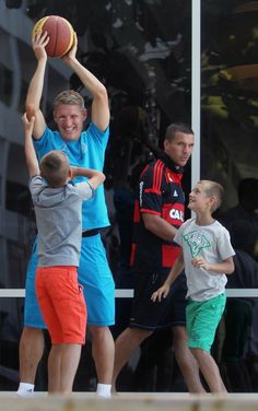 Bastian Schweinsteiger is playing with Miroslav Klose's twin boys! From FIFA.com