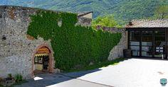 Il cortile con l'ingresso al ristorante e l'area museale.