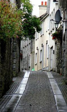 Side Street in Kilkenny, Ireland (by Dan Noon)