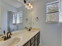 Master bath - upgraded faucet and cabinet fixtures