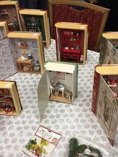 Make mini books pendants of your favorite story with your favorite scene from it inside .no, diy, dollhouse, design Vitrine Miniature, Miniature Rooms, Miniature Crafts, Miniature Houses, Miniature Furniture, Dollhouse Furniture, Miniature Christmas, Matchbox Crafts, Matchbox Art