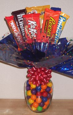 Candy Bouquet Fun Idea For A Gift Fill A Vase With Bite Sized Candies Glue Full Sized Candy