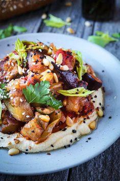 Caponata (aubergine stew) with hummus - delish - Vegetable Recipes, Vegetarian Recipes, Healthy Recipes, Recipes With Hummus, Pasta Fusilli, Whole Food Recipes, Cooking Recipes, Good Food, Yummy Food
