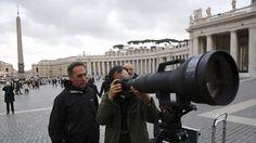 La Stampa - Maxi obiettivo a San Pietro per il nuovo Papa