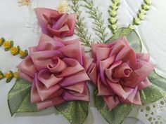 Wonderful Ribbon Embroidery Flowers by Hand Ideas. Enchanting Ribbon Embroidery Flowers by Hand Ideas. Simple Embroidery, Learn Embroidery, Silk Ribbon Embroidery, Embroidery For Beginners, Hand Embroidery Patterns, Embroidery Techniques, Embroidery Stitches, Embroidery Designs, Ribbon Art