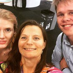 Genikampsgroupie!! Martina och Axel tittade förbi på Bokmässan!! #bokmässan2015 #bokmässan #genikampen #svt Photo And Video, Videos, Instagram