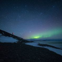 Photographer looking for aurora boreale
