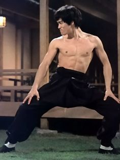 Bruce Lee was one of the most influential martial scientists of the century, but what made him a man I admire was that he chose to defy tradition and his culture to give the world his culture. Kung Fu, Bruce Lee Photos, Martial Arts Movies, Martial Artists, Wing Chun, Bruce Lee Films, Bruce Lee Frases, Artiste Martial, Bruce Lee Martial Arts