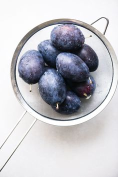 Spoiler alert ~ yes! Plums are the new star superfruit (move over blueberries) When we tire of eating them out of hand, we pull out our best plum recipes! Prune Plum, Plum Crumble, Plum Jam, Eat Seasonal, Stone Fruit, Confectioners Sugar, Fall Desserts, Baking Pans, Deserts