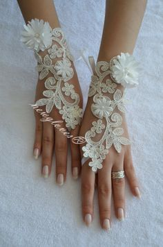 newgloves // İvory Wedding Glove ivory lace gloves by newgloves Lace Cuffs, Lace Gloves, Fingerless Gloves, Extra Long, Wedding Gloves, Grilled Mushrooms, Watermelon Diet, Nude Sandals, High Calorie Meals