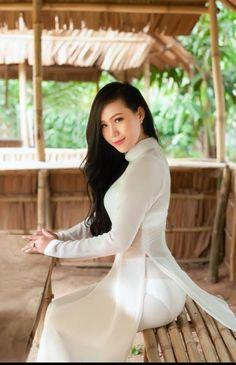 Wet girl For You! Vietnamese Traditional Dress, Vietnamese Dress, Traditional Dresses, Ao Dai, Vietnam Girl, Cute Asian Girls, Beautiful Asian Women, Asian Woman, Asian Beauty