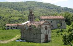 Borgo of Valle Piola with medieval church. Province of Teramo, region of Abruzzo, Italy. An abandoned village. Spanish War, Countryside Village, Italian Village, Under The Tuscan Sun, Mountain Bike Trails, Stone Houses, Little Houses, Old Houses, National Parks