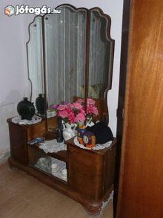 Eladó retro fésülködő asztal Oversized Mirror, Retro, Furniture, Home Decor, Decoration Home, Room Decor, Home Furnishings, Retro Illustration, Home Interior Design