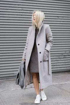 graue mantel outfit wintermode trends frauen mantel lang Source by angelina_klaus Fashion Mode, Minimal Fashion, Look Fashion, Fashion Trends, Luxury Fashion, Fashion 2018, Minimal Chic, Grey Fashion, Fall Fashion