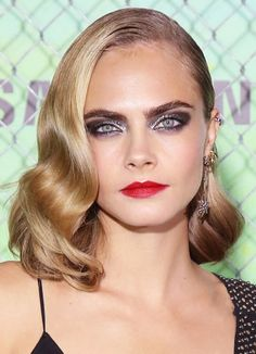 Find out how to recreate Cara Delevigne's rock star makeup from the Suicide Squad premiere. The Rimmel London ambassador's makeup artist wanted to focus on her lips and eyes and used products like Rimmel London Provocalips 16HR Kissproof Lip Color and Rimmel London Exaggerate Auto Waterproof Eye Definer. Find out how to do it yourself!