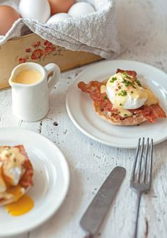 What is a bit long, when you make eggs Benedictine (and scary), is to make the sauce hollandaise. I propose an express version, so there is no reason not to worry at home. Breakfast Smoothies, Breakfast Recipes, Sauce Hollandaise, Good Food, Yummy Food, Delicious Recipes, Happy Foods, The Breakfast Club, Omelette