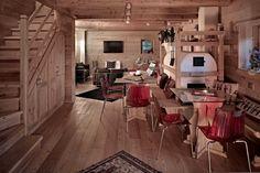 Spazi accoglienti per la tua vacanza charme in Trentino. #trentinocharme #sanmartinodicastrozza Mountain Style, Mountain Homes, Chalet Style, Cabin Interiors, Dining Table, Wood, Furniture, Skiing, Home Decor