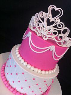 Tiara Cake in Fondant  Like the top of the cake.