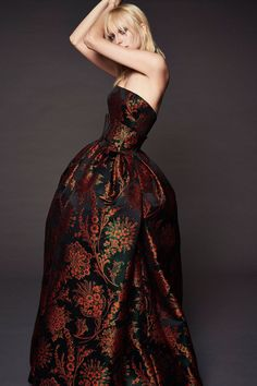 Get inspired and discover Zac Posen trunkshow! Shop the latest Zac Posen collection at Moda Operandi. Haute Couture Style, Couture Mode, Couture Fashion, Runway Fashion, Fashion 2018, Women's Fashion Dresses, Fashion News, High Fashion, Fashion Photo