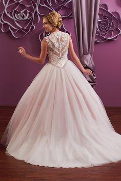 Wedding gown by Mary's Bridal - Moda Bella