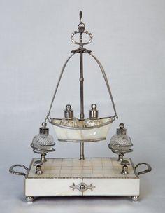 TINTENZEUG, Wien um 1810, Perlmutt, Stahl, geschliffene Glaseinsätze