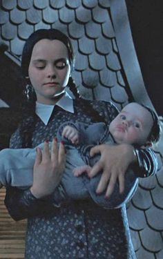 The Addams Family Values The Addams Family, Addams Family Values, Adams Family, Casa Halloween, Baby Girl Halloween, First Halloween, Halloween Costumes, Halloween Movies, Wednesday Addams