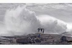 Wave watchers take in the sights near Peggy's Cove, Nova Scotia as Hurricane Bill brings steady downpour, fierce winds. Large Waves, Extreme Weather, Nova Scotia, Beauty And The Beast, Science Nature, Niagara Falls, Natural Beauty, Maine, Beach