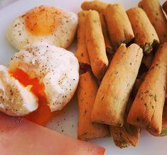 Τα κεφάλια μέσα τώρα! Το καλοκαίρι είναι κοντά☀️ Αυγά ποσέ στο φούρνο μικροκυμάτων και κριτσίνια από @biodiet_greece 🔝 📸 @spa_va #dukansgirls #dukanforever #dukanlifestyle #dukanlife #linkinbio #dukan #dukandiet #dukanfood #dukandieta #dukanrecipes Potatoes, Eggs, Vegetables, Breakfast, Food, Morning Coffee, Meal, Potato, Egg
