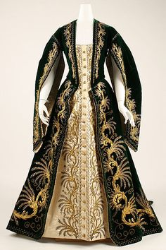"""1900 ... Court robe ... Russian ... silk, metallic threads and paillettes ... at The Metropolitan Museum of Art ... photo 1 ... (Doesn't this remind you of Mina's """"Reincarnation/Flashback"""" Gown in Bram Stoker's Dracula?)"""