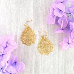 LAVISHY designs & wholesale original & beautiful applique bags, wallets, pouches & accessories for gift shop/boutique buyers in USA, Canada & worldwide. Gift Shops, Clothing Boutiques, Filigree Earrings, Makeup Pouch, Boutique Shop, Online Shopping, Plating, Fashion Accessories, Collections