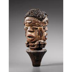 Magnifique et rare tête à trois visages , Kuyu, République du Congo l Collectée avant 1938 l ex collection Charles Ratton.