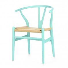 Стул Wishbone был разработан в 1949 году передовым датским дизайнером мебели Хансом Вегнером. Стул Wishbone был создан под впечатлением от просмотра классических портретов датских торговцев, сидящих на китайских стульях династии Мин. Свое название стул Wishbone («вилка») получил за специфическую форму спинки сиденья. Также известный как CH24, стул Wishbone окрашенный широко используется при оформлении, например, столовых, а также прочих помещений, легко вписываясь в любой стильный…