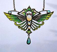 German Jugendstil Butterfly Pendant - Tadema Gallery Art Nouveau ca. Bijoux Art Nouveau, Art Nouveau Jewelry, Jewelry Art, Antique Jewelry, Vintage Jewelry, Fine Jewelry, Jewelry Design, Jewellery, Sgraffito