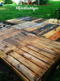 MinettesMaze: DIY Pallet Deck.. I know, it's sad, but all we can afford.