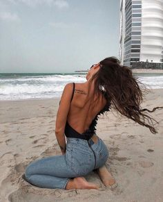 Pin by Kornelia Tomasiak on Stylizacje Summer Outfits, Cute Outfits, Foto Fashion, Beach Fashion, Summer Goals, Foto Pose, Summer Pictures, Tumblr Girls, Beach Photos