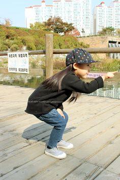 ■ 워니의 착용샷!!# 에이머 검정 7호# 구찌데님 5호 [워니35갤, 94cm, 13.7kg] 언발 양기모티에스판기 짱짱!! 핏이예술인 구찌데님이에요ㅎㅎ...